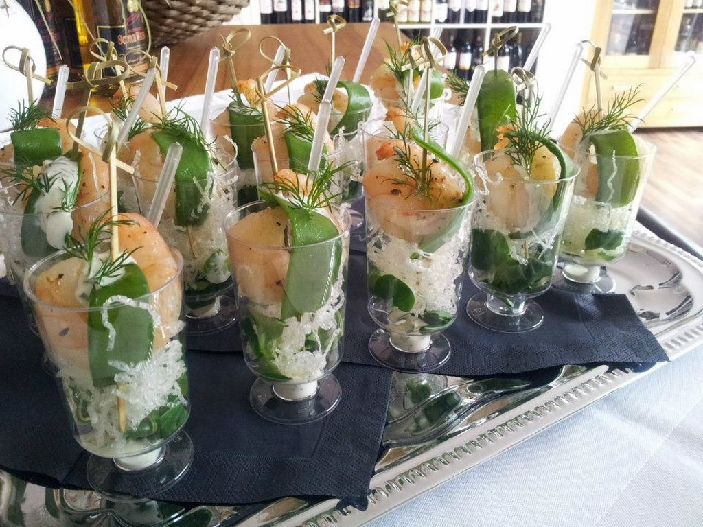 Inn-out Feinkost Catering Spirituosen Fingerfood flying buffet Garnele mit fritierten Glasnudeln