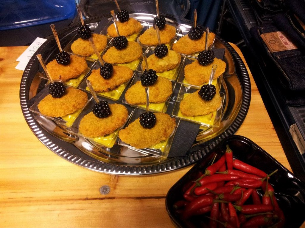 Inn-out Feinkost Catering Spirituosen Fingerfood flying buffet fritierte Mozarella Sticks