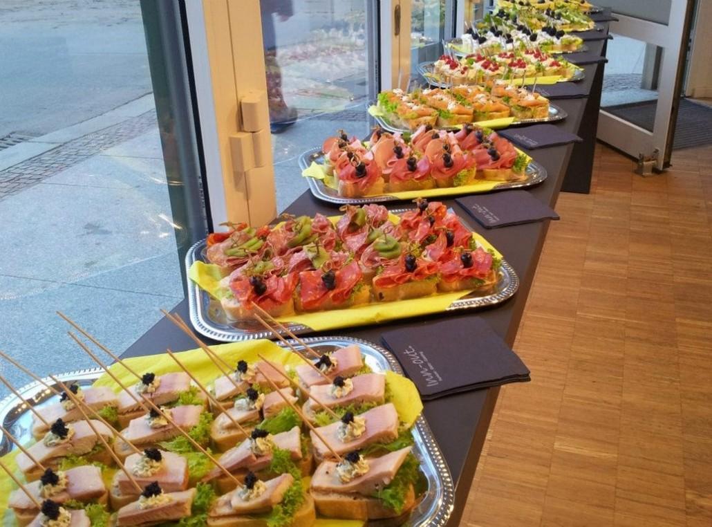 Inn-out Feinkost Catering Spirituosen Fingerfood flying buffet Loreal Friseur Schule Canape belegte Brötchen
