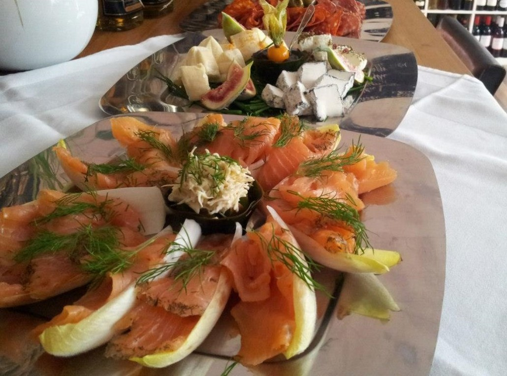 Inn-out Feinkost Catering Spirituosen Fingerfood flying buffet Lachs mit Chicore