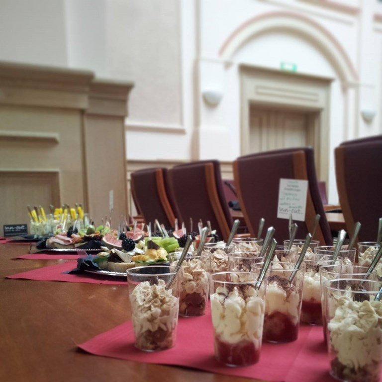 Inn-out Feinkost Catering Spirituosen Fingerfood flying buffet Tiramisu