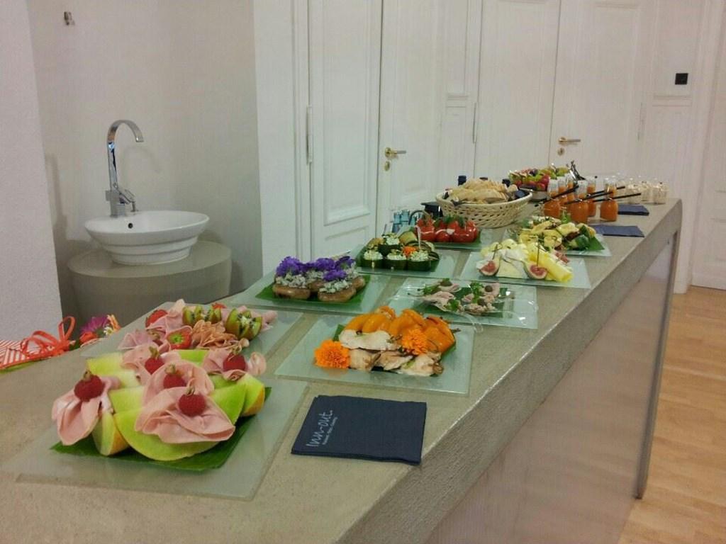 Inn-out Feinkost Catering Spirituosen Fingerfood flying buffet Verabschiedung