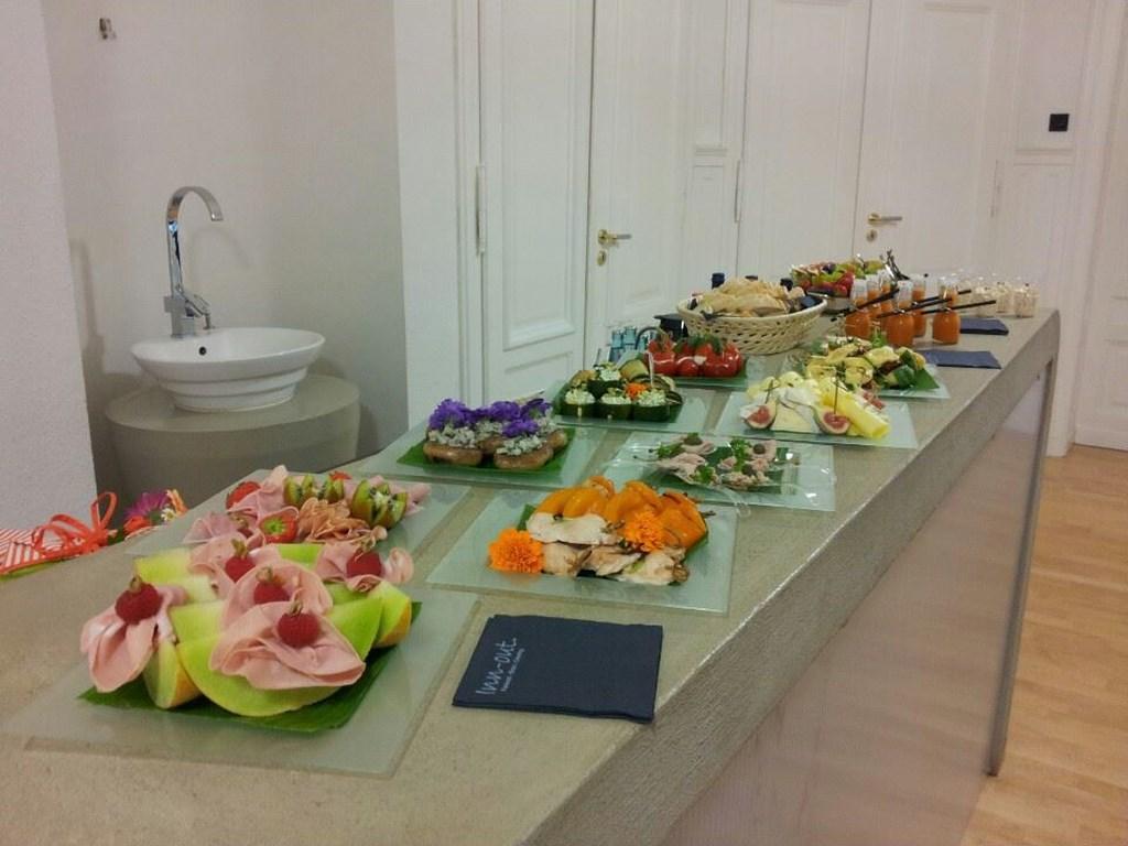 Inn-out Feinkost Catering Spirituosen Fingerfood flying buffet Geburtstag